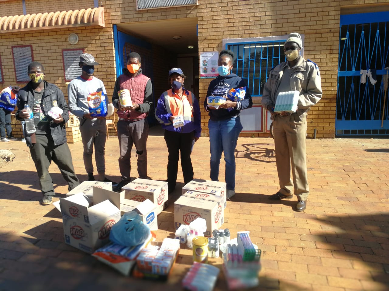 PHOTOGRAPHS OF FSE'S ASSISTANCE TO THE POORTJIE COMMUNITY DURING COVID-19 IN CO-OPERATION WITH GOLD FIELDS' SOUTH DEEP MINE